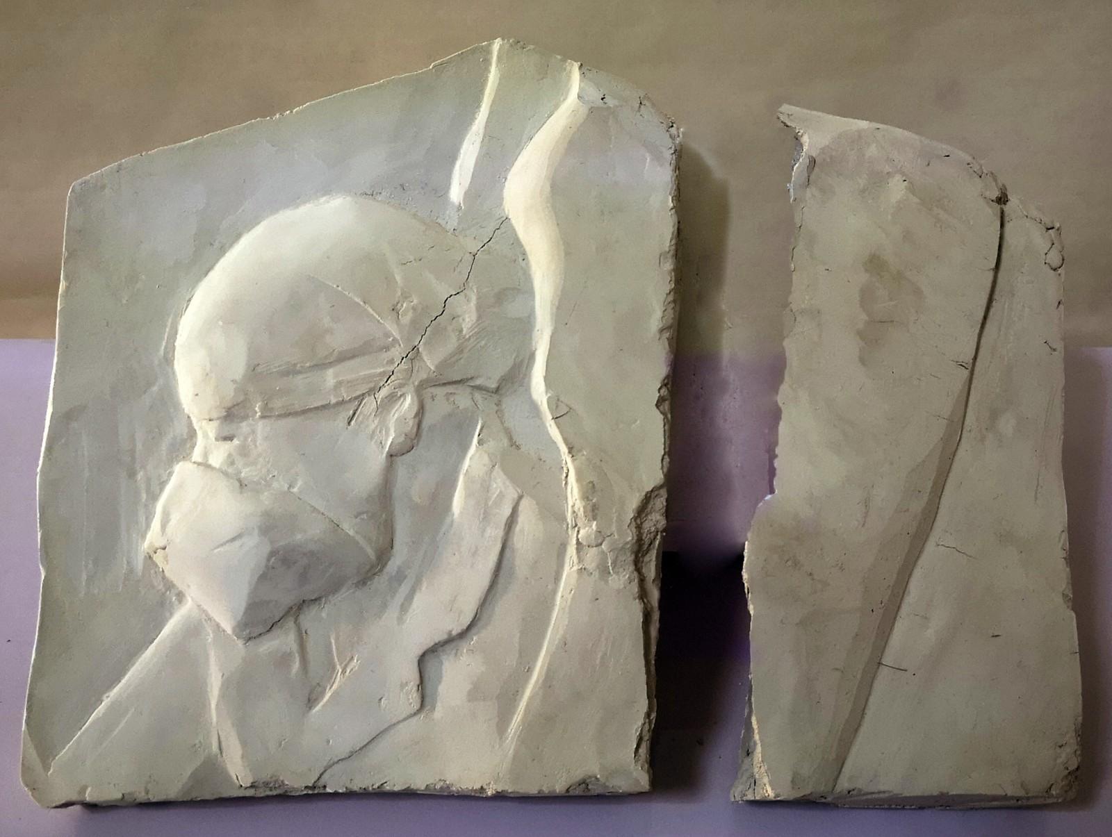 任博 《医生浮雕》 材质:瓷泥.jpg