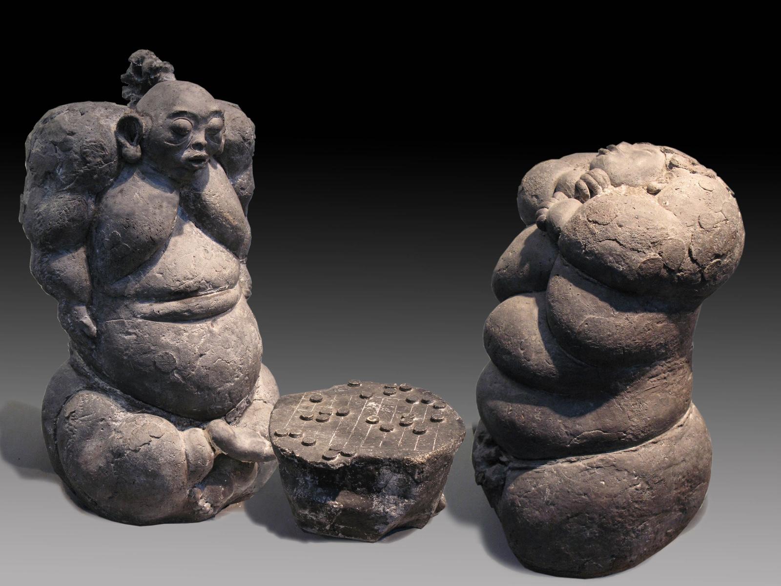 15、吕品昌 阿福no.8 陶140x50x72cm 1993年 中国奥林匹克博物馆收藏.jpg