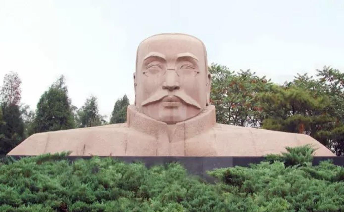 《李大釗紀念像》花崗巖 高400cm_寬750cm 1991年.png