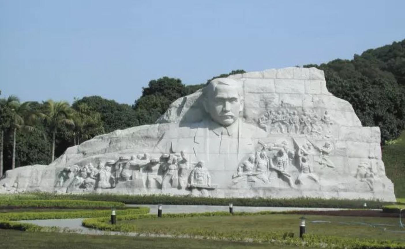 《孫中山紀念像 》花崗石 高1000cm×2700cm 1999年.png