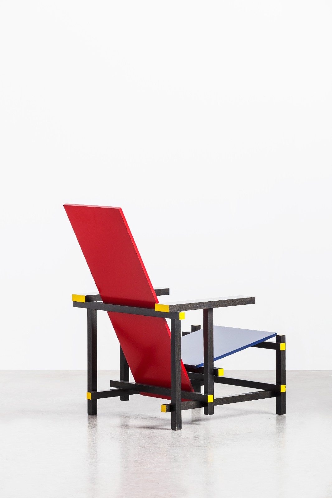06 赫里特·托馬斯·里特維爾德 紅藍椅  1918年.jpg