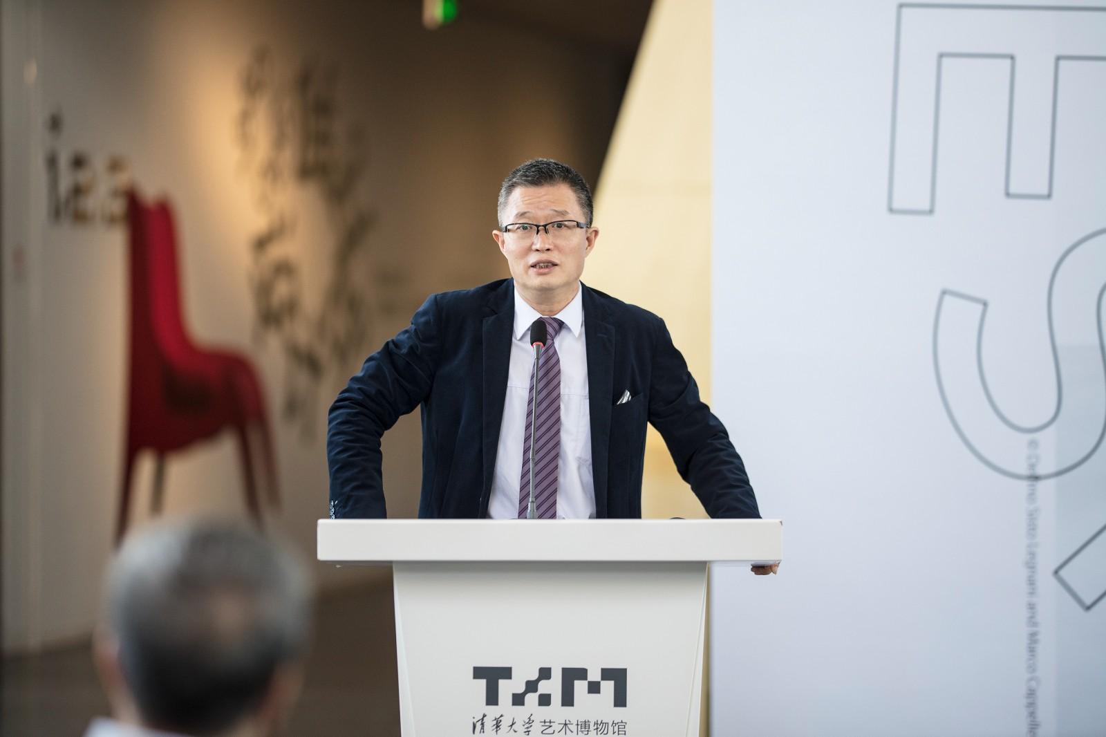 27 清華大學藝術博物館常務副館長杜鵬飛主持開幕式并宣布展覽開幕.jpg